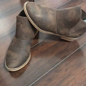 The perfect brown booties..